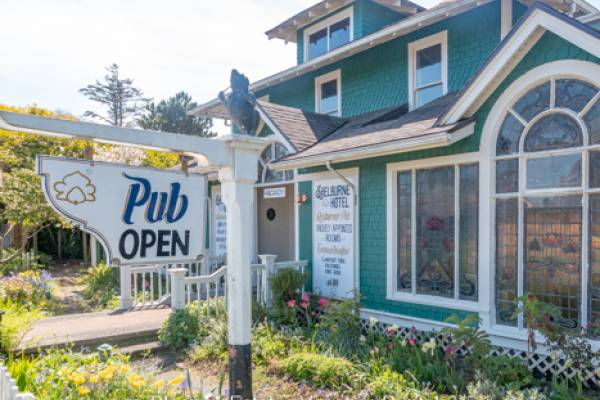 Shelburne restaurant and pub outdoors