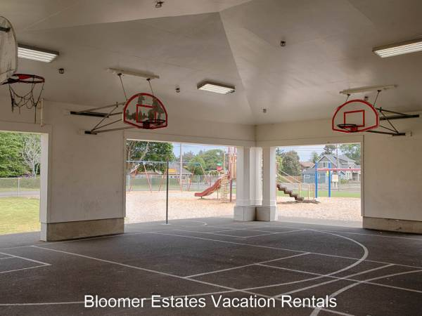 Ocean Park, WA elementary basketball court