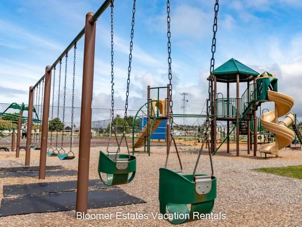 Culbertson park, Long Beach WA kids swings and playset