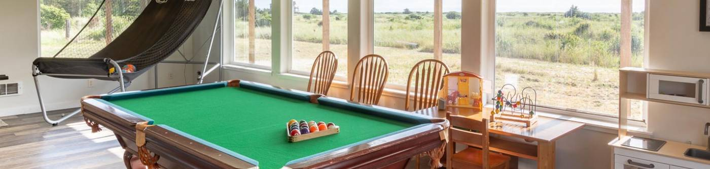 Surfview 2 vacation rental recreation room with pool table, basketball arcade and ping pong table